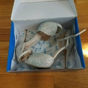 Del Blossom Collection Silver Heels